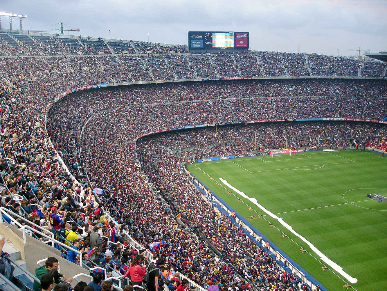 estadio-camp-nou-lleno.jpg