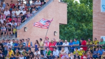 aficionado-bandera-estadio-mariano-gonzalez